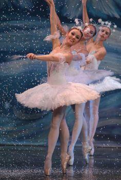 Schneeflocke Kostüm selber machen | Kostüm Idee zu Weihnachten, Karneval, Halloween & Fasching