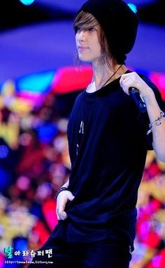 Taemin in a beanie should not be allowed.