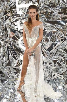 Andrea Verešová v šatech Janky Pištějové Naha, Dress And Heels, Fashion Show, Fashion Design, Celebrity, Legs, Elegant, Formal, Bratislava Slovakia
