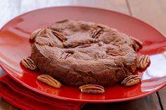 BROWNIE DE CHOCOLATE E NOZES PECAN Sobremesa americana de muito sucesso, de rápido preparo pode ser servida quente ou fria.