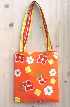 È la primavera! Borsa arancione con fiori // It´s spring! Orange bag with flowers pattern by bagsbyflowerpot via it.dawanda.com