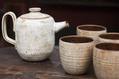 Bule de cerâmica esmaltada. Queimado à gás, cone 8. : Talheres, louça e copos por Ateliê de Cerâmica - Flavia Soares