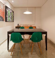 Decoração de: Sala de jantar; cadeira eiffel verde; Casa de Valentina