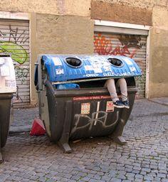 Mark Jenkins urban sculptures - Rome