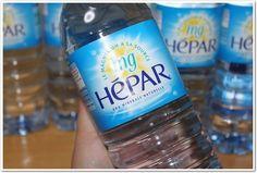 """「毎日、1リットルは飲んでいるお水なので、特にこだわった水を選びたいですね。美魔女さんもおすすめさていた、フランス生まれの大人の #硬水 「 #HEPAR ( #エパー )」を飲んでみました。まずは、冷やさずに、そのまま飲んでみました。 飲んでみると、""""硬水""""なのに意外とのみやすいんです!""""軟水""""にくらべると、まったりとした重さのような飲みごたえはありますが、抵抗なく飲めちゃいます♪お風呂上がりは、冷蔵庫で冷やしたのを飲んでますが、一気飲みできちゃうぐらい、飲みやすいです。届いてからというもの、朝起きてからの「1杯」にも、「HEPAR(エパー)」! 内側から「キレイ」を促してくれる大事な朝の1杯なので、日課にしています。スポーツクラブにも持参してますが、 #水分補給 にも最適なんです♪サイズも、1リットルサイズは便利ですね。それに、「知る人ぞ知るHEPAR(エパー)」なので、ゴクゴクっとスタジオで飲んでたりすると、オシャレ~なんですよね(笑」 by.マーメイさま #ミネラルウォーター #超硬水 #体質改善"""