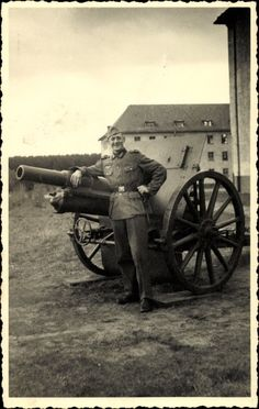 Foto Ansichtskarte / Postkarte Deutsche Wehrmacht, Soldat an einem Geschütz, Kanone, II. WK
