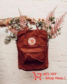 Kanken as a vase? Mochila Kanken, Kanken Backpack, Looks Total Jeans, Urban Outfitters, Cute Backpacks, Art Hoe, Studyblr, Cute Bags, School Bags