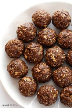 Chocolate Peanut Butter No-Bake Energy Bites -- full of protein, naturally-sweetened, and they taste like cookies! | gimmesomeoven.com