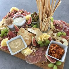 Tapasschotel Tapas, Appetizer Recipes, Appetizers, Charcuterie And Cheese Board, Healthy Low Carb Recipes, Wine Parties, Antipasto, Finger Foods, Parmesan