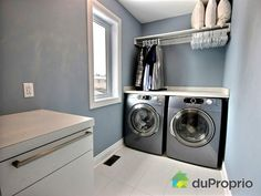 Salle de lavage de rêve à voir à St-Basile-Le-Grand #DuProprio Stacked Washer Dryer, Washer And Dryer, Baths, Laundry Room, Washing Machine, Kitchens, Sweet Home, Home Appliances, Decoration