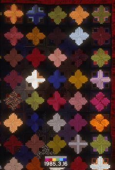 log cabin, light and dark variation (thumb) Old Quilts, Amish Quilts, Antique Quilts, Vintage Quilts, Log Cabin Quilt Pattern, Log Cabin Quilts, Log Cabins, Pineapple Quilt, Japanese Quilts