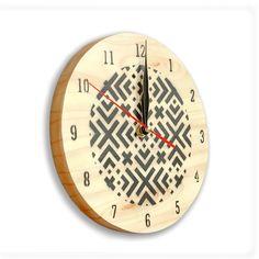 Horloge+murale+ronde+en+bois. Expédiée+dans+son+coffret+en+carton,+un+joli+cadeau+pratique+et+original! Fonctionne+avec+2+piles+non+fournies.