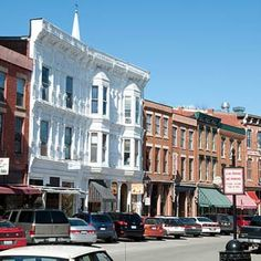 Galena, Illinois - Great shopping! (Again, looks like Traverse City, MI!)