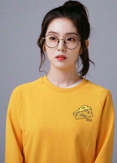 she looks so cute with those glasses