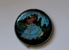 VINTAGE 1920'S - 30'S BUTTERFLY WING CRINOLINE LADY , GWENDA POWDER COMPACT