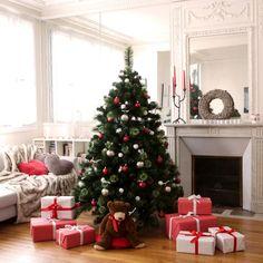 Un sapin de Noël rouge & blanc : une ambiance classique et traditionnelle