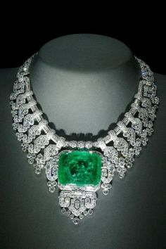 THIS WOULD WORK WITH THE CENTER STONE BEING A PINK DIAMOND (DIFFERENT CUT) - MATCHING BRACELET, EARRINGS & DYADEM.  Cartier Necklace Diamonds and Emerald 1932