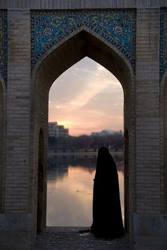 Find images and videos about islam, hijab and muslim on We Heart It - the app to get lost in what you love. Hijab Niqab, Muslim Hijab, Mode Hijab, Muslim Pictures, Islamic Pictures, Arab Girls Hijab, Muslim Girls, Burqa Fashion, Khadra