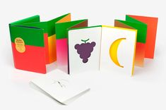 Hello Tomato: an Amazing Artist Book to Play - Petit & Small