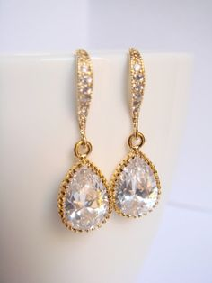Items similar to Crystal and gold bridal earrings II - Wedding earrings - Bridesmaids earrings gift - Cubic crystal drop earrings on Etsy Gold Bridal Earrings, Bridesmaid Earrings, Wedding Earrings, Pearl Earrings, Drop Earrings, Crystals, Trending Outfits, Unique Jewelry, Handmade Gifts