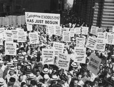 Americans protest against the actions of the British Navy in boarding and taking over the Exodus 1947, a ship carrying Jewish emigrants to Palestine, July 1947.