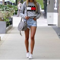 Casual summer outfit – Grey sweatshirt, short jeans, white Converse, grey bag – Simple outfit - All About Tommy Hilfiger Mujer, Tommy Hilfiger Jeans, Tommy Hilfiger Sweatshirt, Mode Outfits, Winter Outfits, Casual Outfits, White Converse Outfits, Mode Inspiration, New York Fashion