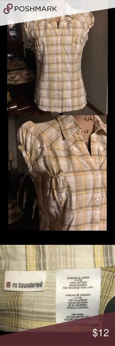 PLAID NO BOUNDARIES BLOUSE - NEW WITH TAGS.👩🏻💻 BEAUTIFUL BLOUSE - SIZE JUNIOR LARGE. 👩🏻💻..YELLOW, CREAM AND TAN COLORS. ONE OF THE 100 I BOUGHT, IT DIDN'T FIT, AND I DIDN'T TAKE IT BACK... WE ALL HAVE THOSE, DON'T WE.?? 💁🏻 No Boundaries Tops Blouses