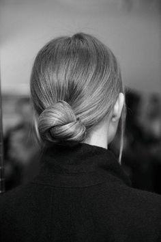 Neat knot- klasik ensede toplanan saçlar.