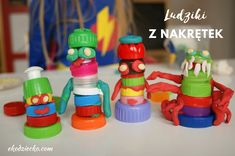 Ludziki z plastikowych nakrętek z recyklingu i plasteliny. Zabawa twórcza dla dzieci. EKO DIY Little people made of plastic caps from recycling and plasticine. Creative fun for children. Eco craft for kids and toddlers. Diy Projects To Try, Art For Kids, Recycling, Education, Art For Toddlers, Art Kids, Teaching, Training, Educational Illustrations