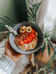 Healthy and easy recipe for my brekkie lovers. Make Your Own Granola, Just Peachy, Acai Bowl, Easy Meals, Lovers, Make It Yourself, Healthy, Breakfast, Recipes