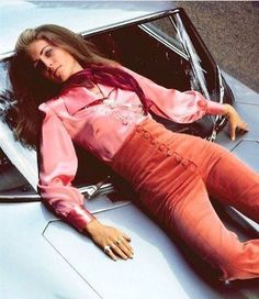 vogue The pants are pretty rad, but its too bad this girl has fallen to her death from her fabulous penthouse while wearing them. Photo by Patrick Lichfield for Vogue, 1969 1969 Fashion, 60s And 70s Fashion, Moda Fashion, Vintage Fashion, Fashion Tips, Fashion Design, Fashion Trends, Classy Fashion, Fashion Fashion