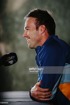 AB de Villiers of South Africa talks to the media during a South Africa press conference at Eden Park on March 2015 in Auckland, New Zealand. Get premium, high resolution news photos at Getty Images Cricket Sport, Cricket News, Ab De Villiers Ipl, Ab De Villiers Photo, Dhoni Wallpapers, Graphic Design Resume, Chennai Super Kings, Photography Poses For Men, Best Player