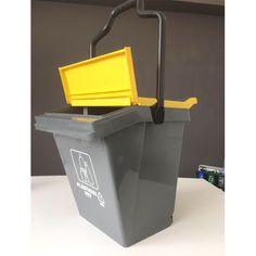 Contenedor de reciclaje Easy Trolley para residuos plásticos, resistente y fácil de trasladar gracias a sus ruedas. Easy, Canning, Recycling Bins, Remainders, Wheels, Thanks, Home Canning, Conservation