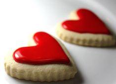 red heart cookies ~ Like how the icing looks. Heart Shaped Cookies, Heart Cookies, Iced Cookies, Cupcake Cookies, Cookie Favors, Baby Cookies, Flower Cookies, Valentine Cookies, Be My Valentine