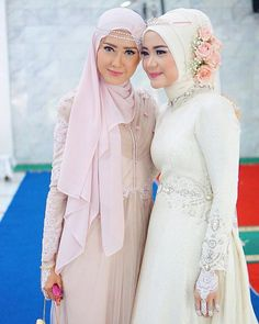 We adore these two beautiful sisters and Congrats sister on your wedding! Muslim Wedding Gown, Muslimah Wedding Dress, Disney Wedding Dresses, Muslim Brides, Wedding Hijab, Muslim Dress, Pakistani Wedding Dresses, Wedding Gowns, Wedding Cakes