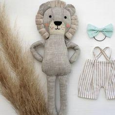 107 отметок «Нравится», 14 комментариев — Yasya & Vasya, Яся и Вася (@yasya__vasya) в Instagram: «Well, how are your working days ?!☺ #yasya_vasya #toyforkids #toy#softtoy#handmadetoy #softlion…» Sewing Toys, Sewing Crafts, Baby Toys, Kids Toys, Handmade Stuffed Animals, Diy Bebe, Fabric Animals, Fabric Toys, Baby Sewing Projects
