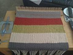 Peg Loom Rug Weaving Loom Diy, Tablet Weaving Patterns, Rug Loom, Weaving Textiles, Loom Patterns, Hand Weaving, Homemade Rugs, Weaving Projects, Sewing Art