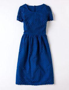 Kleid mit hübscher Lochstickerei
