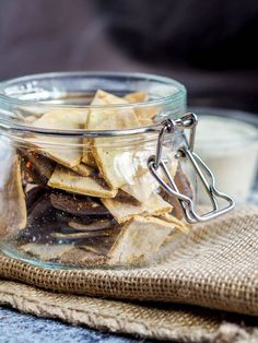 4 ingredient gluten free dairy-free crackers that are easy to make and way healthier than store bought! #crackers #snack Gluten Free Recipes For Lunch, Gluten Free Dinner, Gluten Free Breakfasts, Snack Recipes, Gluten Free Crackers, Gluten Free Pasta, Vegan Snacks, Healthy Desserts, Healthy Chips