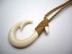 Hawaiian Jewelry Maori Hei Matau Fish Hook Bone Carved Pendant Choker We are want to say tha Fish Hook Necklace, Washer Necklace, Dremel Carving, Whittling Wood, Before And After Diy, Hawaiian Jewelry, Magical Jewelry, Bone Jewelry, Carving Designs