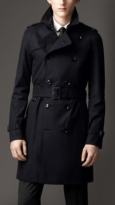 Burberry men's trench coat contemporary classic !
