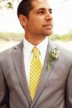 One good lookin' grey suit with a yellow tie