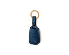 HYUNDAI_KIA 3 BUTTON FOLDING CASE Handmade Buttero Leather Smart Key Cover/Case   -Handmade by: Custom Republic  -Leather: Vegetable leather from Conceria Walpier & Vera Pelle -Attachment pieces: 18K gold satin coating - Colors: natural, yellow, orange, brown, navy, and camouflage -Thread & Stitching: Serafil (from Germany)  -Measurement: 6cm x 15.5