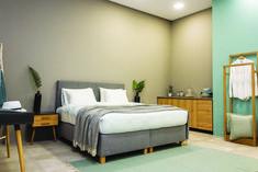 OIKOS365 - Βρείτε από τη συλλογή μας άνετα κρεβάτια για κάθε τύπο δωματίου, καθώς και κομοδίνα και συρταριέρες για ένα ολοκληρωμένο υπνοδωμάτιο. Για περισσότερα στο σχετικό link. Furniture, Home Decor, Decoration Home, Room Decor, Home Furniture, Interior Design, Home Interiors, Interior Decorating, Arredamento