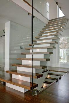 Un escalier flottant design…