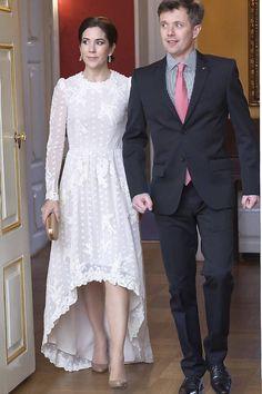 SE BILLEDERNE: 50 flotte kongelige kjoler i hvid   BILLED-BLADET