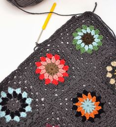 Dover & Madden: Squircle Blanket Join As You Go Tutorial. Love Crochet, Crochet Crafts, Crochet Yarn, Crochet Stitches, Crochet Hooks, Crochet Projects, Crochet Patterns, Crochet Blankets, Crochet Ideas