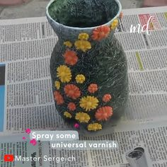 plastic bottle art 3 ideas on how to make a plastic bottle vase :) By : Master Sergeich Plastic Bottle Design, Plastic Bottle Planter, Plastic Vase, Reuse Plastic Bottles, Plastic Bottle Flowers, Plastic Bottle Crafts, Diy Bottle, Bottle Vase, Plastic Bottle Decoration