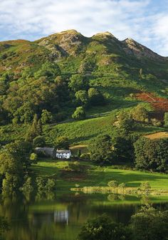 A farmhouse below the mountains in the Lake District.I would love to live here :-) Cumbria, Lake District, Wonderful Places, Beautiful Places, Pictures Of England, Lake Photography, British Countryside, Beautiful Landscapes, The Great Outdoors