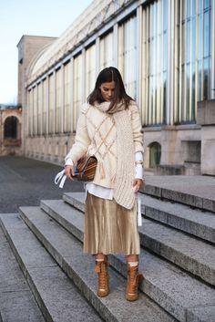 Plisseerock im Winter tragen